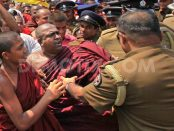 1363693190-sri-lankan-buddhist-monks-protest-over-attacks-_1887080