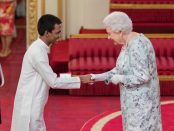 Rakitha-Malewana-recieves-the-award-from-Queen-Elizabeth.-Pictures-by-BCA
