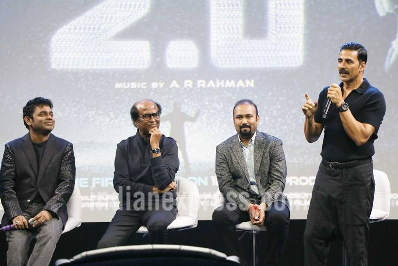 Just minutes before the brief 2.0's Q and A with the media was slated to begin, a team member of Rajinikanth-starrer 2.0 rushed towards Akshay Kumar and whispered something in his ear while pointing in the direction of the entrance door. Akshay immediately got up from his chair, walked up to the entrance and welcomed a celeb who seemed to have walked in almost towards the fag end. And while one thought nothing could be bigger than Rajinikanth and Akshay Kumar under the same roof, here entered Salman Khan, shocking and surprising all. (Source: Photo by Varinder Chawla)
