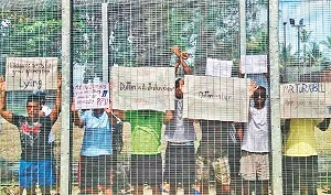 PNG-Manus-island-refugees-in-trouble-pic